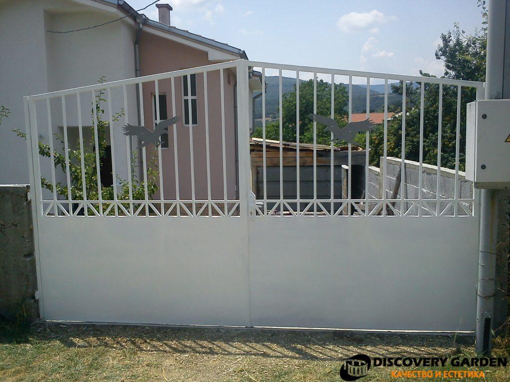 Метални конструкции Пловдив дървени конструкции навеси беседки дворни врати порти производство проектиране и монтаж от Дискавъри Гардън